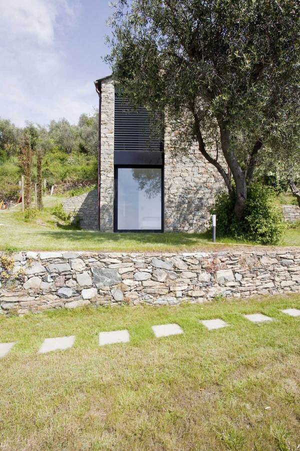 Farmhouse in Riomaggiore Italy by A2BC Architects and
