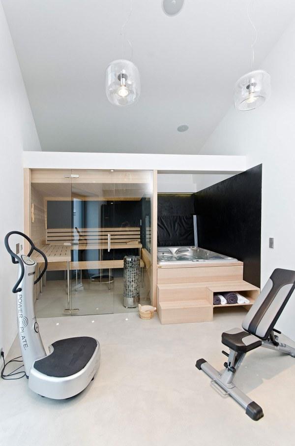 Indoor Hot Tub Sauna Room