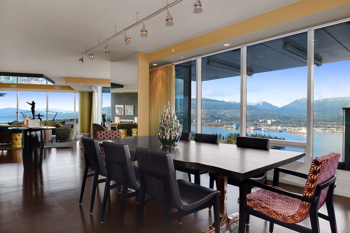 Beautiful Apartment with Amazing Views in Vancouver Canada