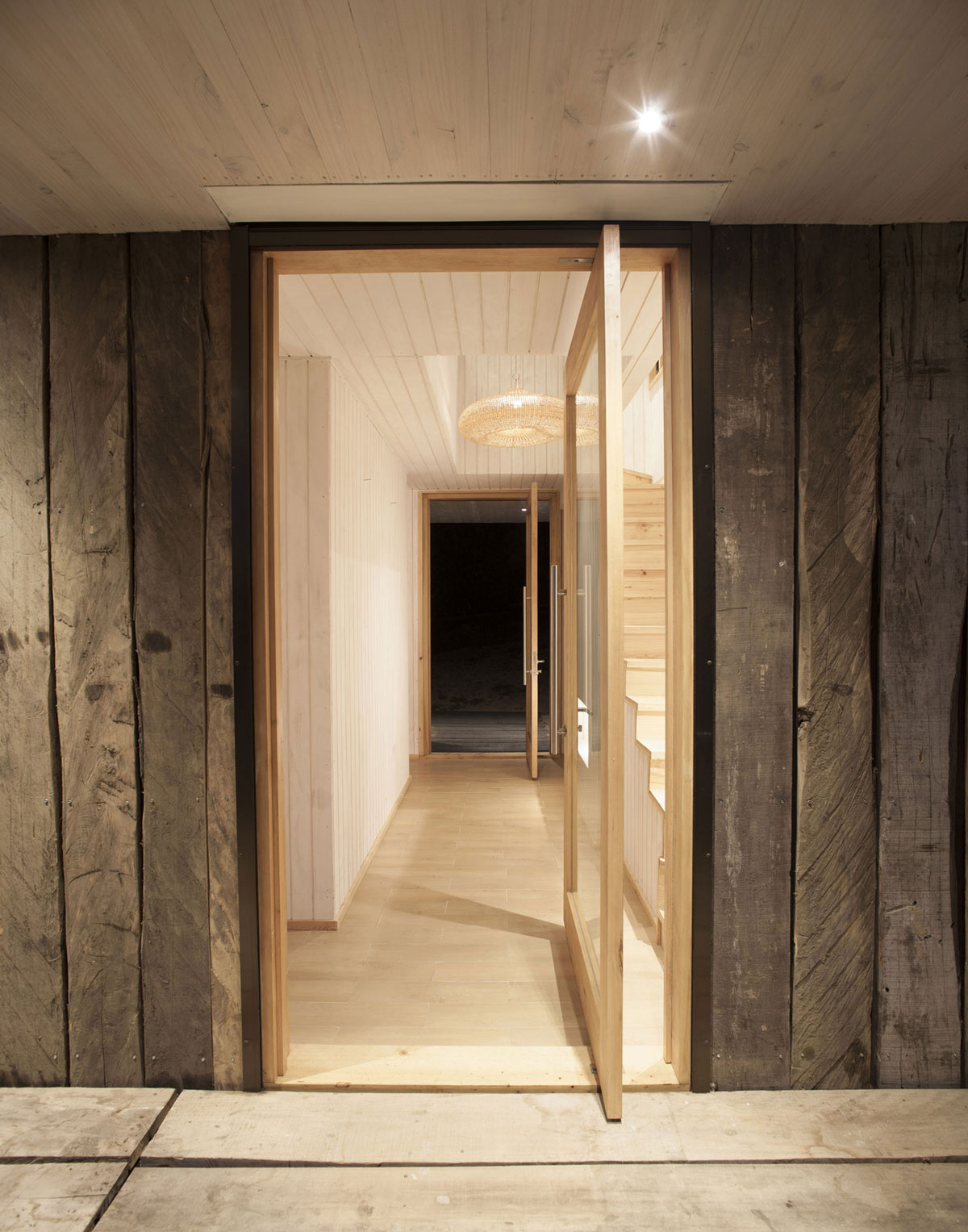 Wooden Walls Entrance Doors Family Home in Algarrobo
