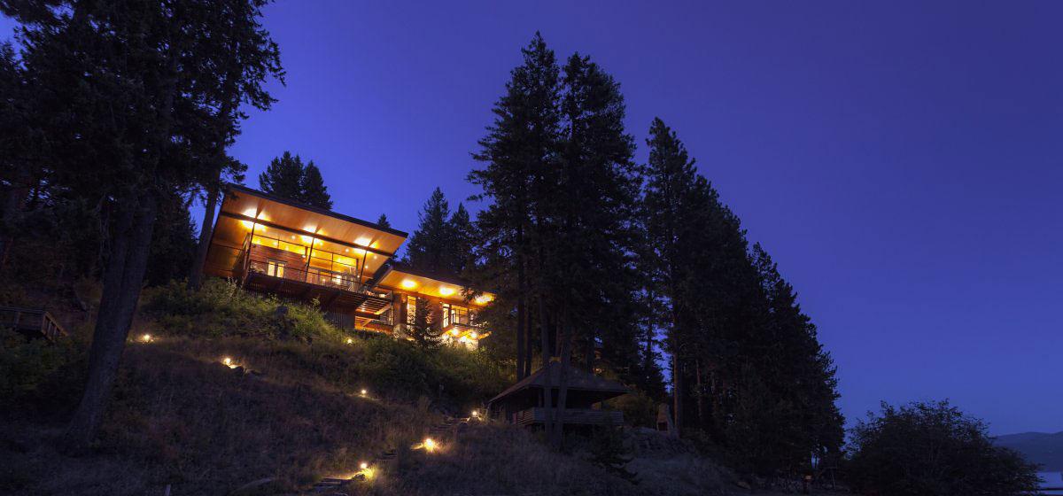 Modern Lakefront Cabin in Idaho USA