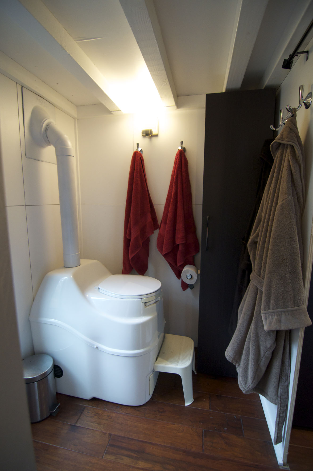 Bathroom Toilet Tiny House on Wheels  Fresh Palace