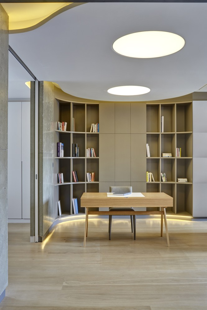 Book Shelves Warehouse Style Apartment In Sditch London