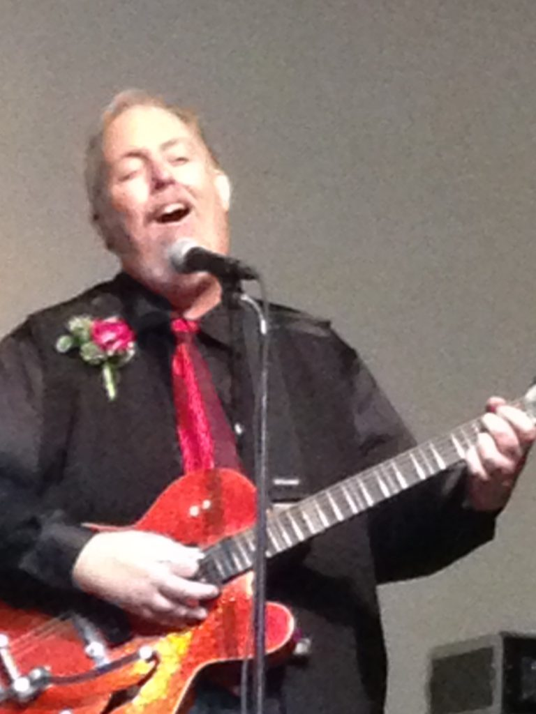 Roger Perry performs at the Bakersfield CMAs