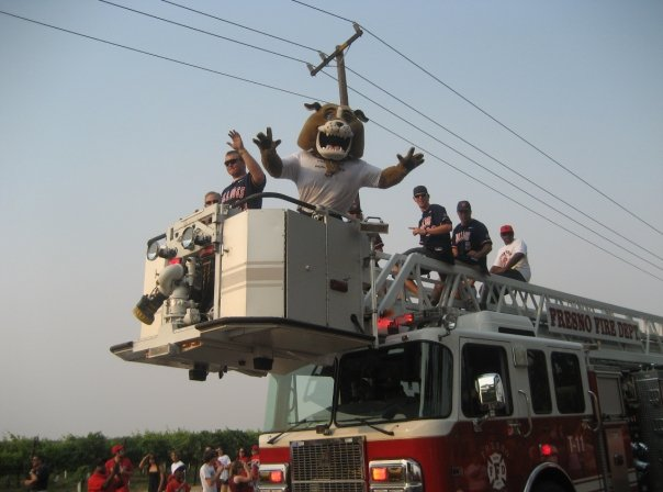 I took this photo many years ago at the CWS victory parade!