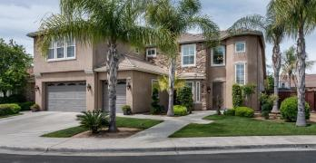Immaculate Northwest Fresno Home with Chef's Kitchen
