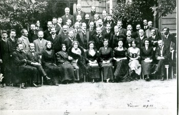 Image of people at Psychoanalyic Congress, Weimar, 1911.