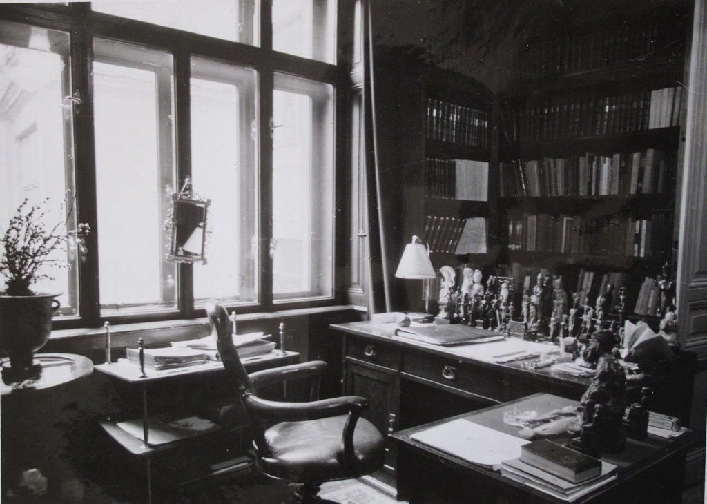 Sigmund Freud's desk in Vienna