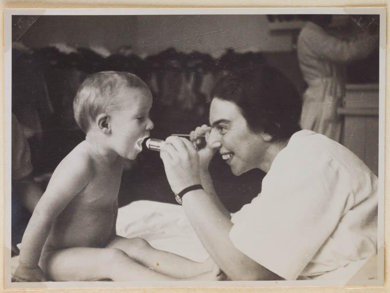 Josefine Stross with a child at the Jackson Nursery, Vienna, 1937