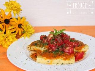 Polentaschnitten mit Tomatensauce