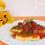 Polentaschnitten mit Tomaten-Zucchini-Sauce
