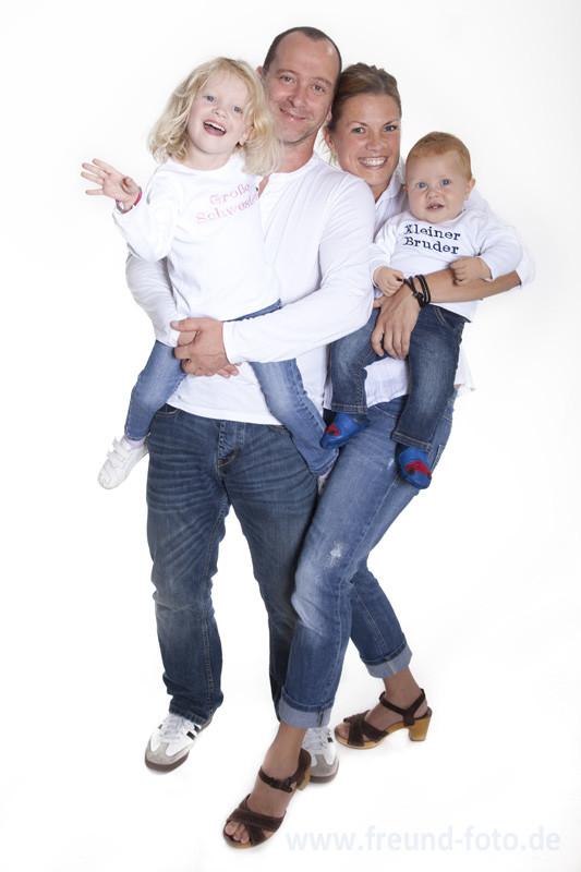 Glückliche Familie im Fotostudio