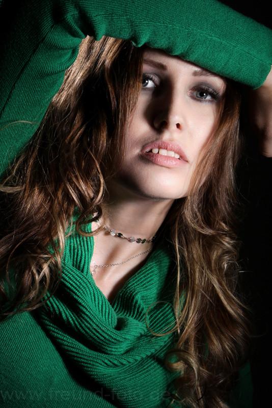 Junge Frau im Fotostudio