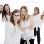Junggesellenabschied PARTY, Viele Mädels machen Party im Fotostudio
