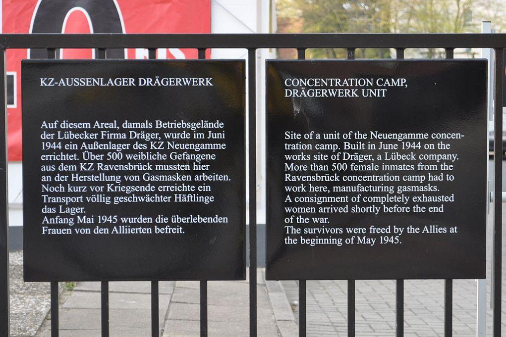 Gedenktafel zur Erinnerung an das Außenlager Drägerwerk des KZ Neuengamme / Photo by Ajepbah