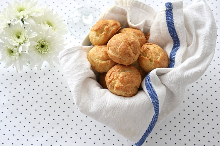 5-Ingredient-Blue-Cheese-Gougeres-2