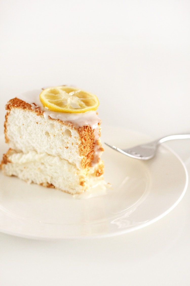 Lemon-Angel-Food-Cake-Freutcake