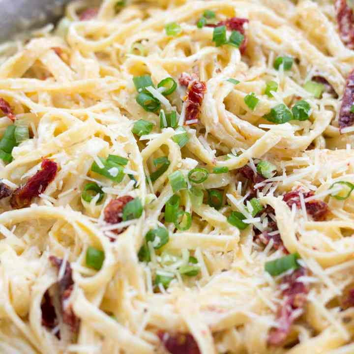 Fettuccine Alfredo with Sun-dried Tomatoes & Scallions