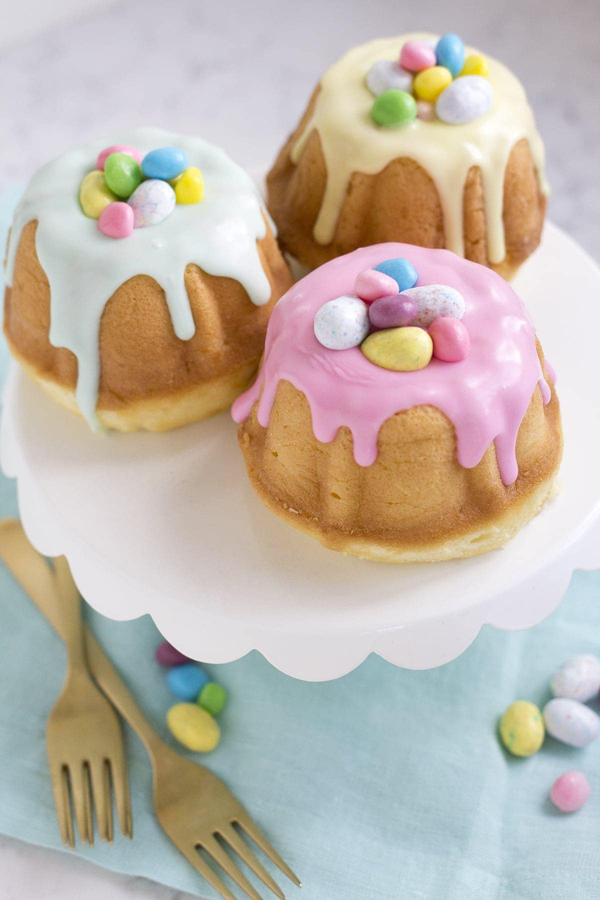 Surprise Inside Mini Easter Bundt Cakes Freutcake