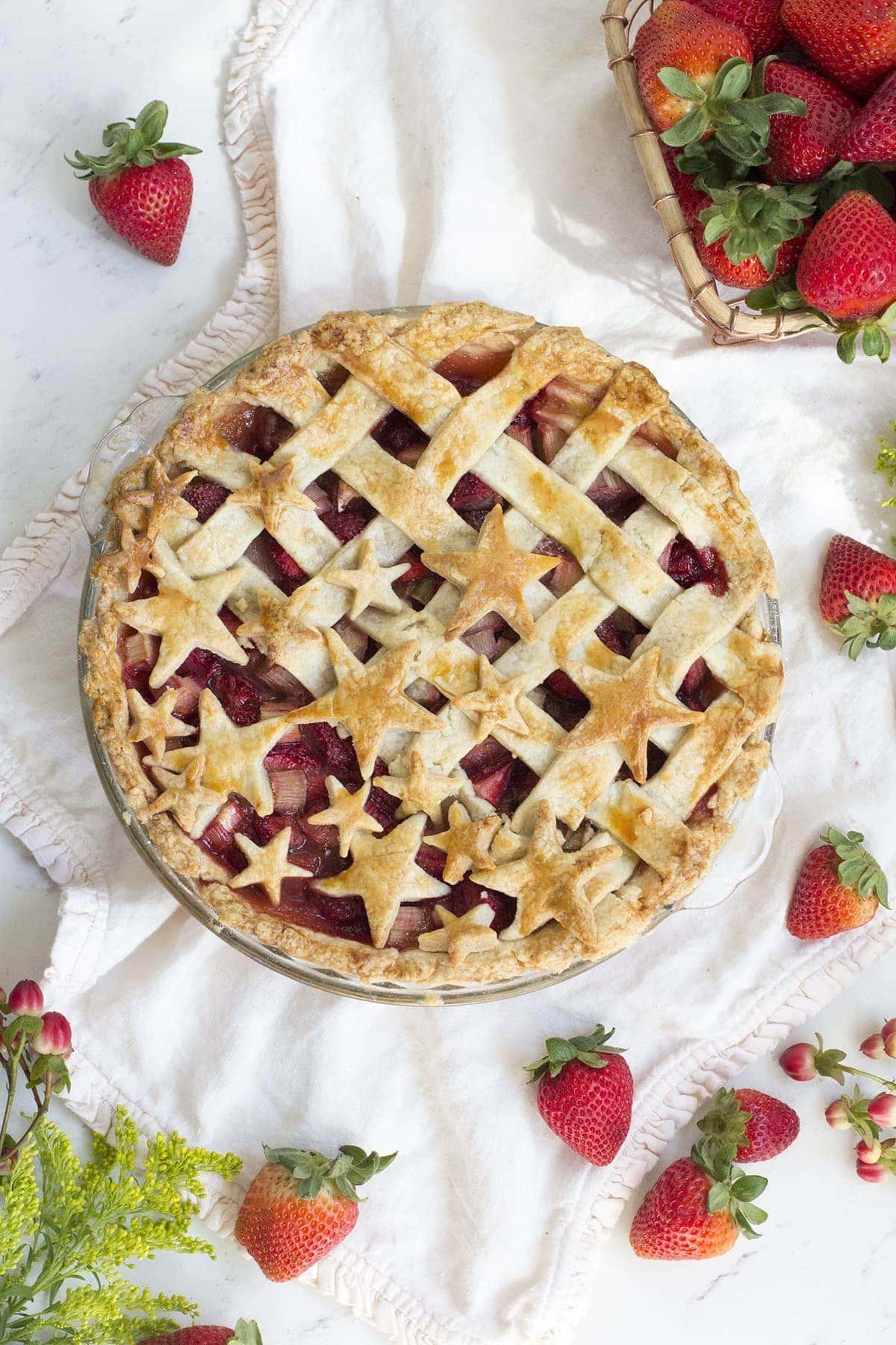 Strawberry Rhubarb Pie • Freutcake