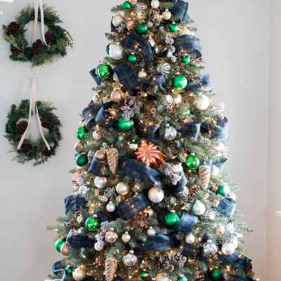 Woodsy Green, Plaid and Copper Christmas Tree