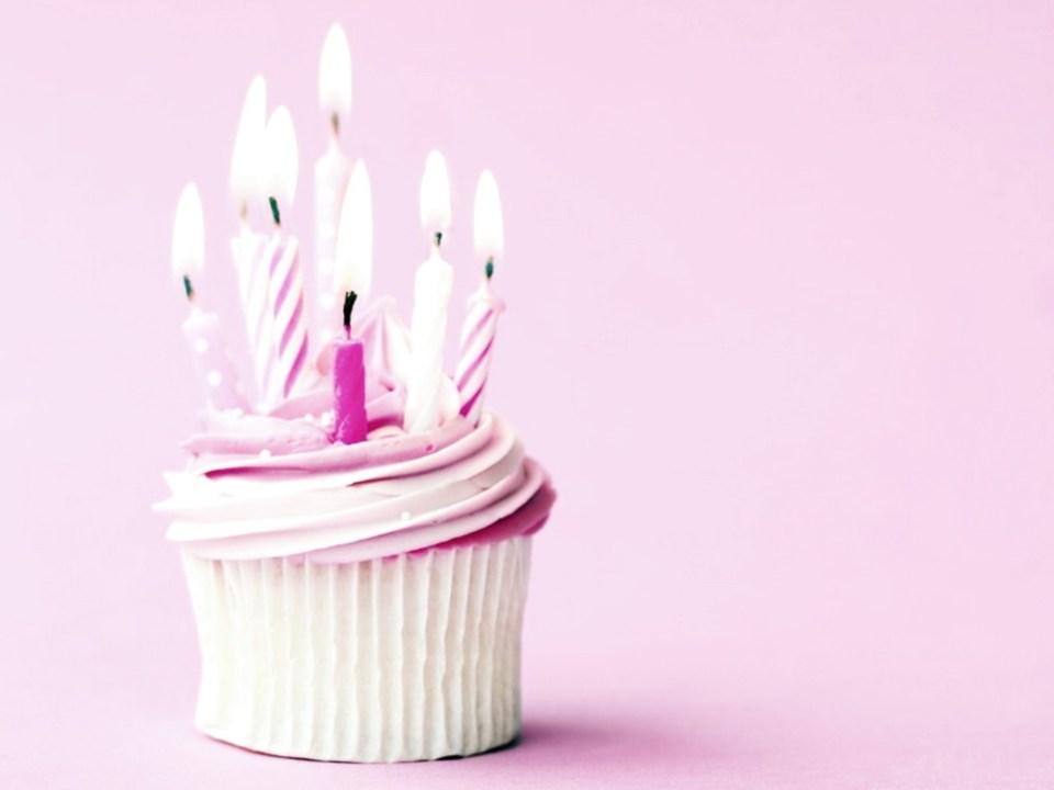Pink-Happy-BirtHDay-Cupcake-Photos