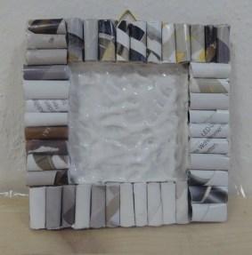 DIY_Bilderrahmen_Kunst_Papier_Zeitschriften_Recycling_basteln_Kinder_FRICKELclub_Offenbach_externe AG_Erasmus (13)