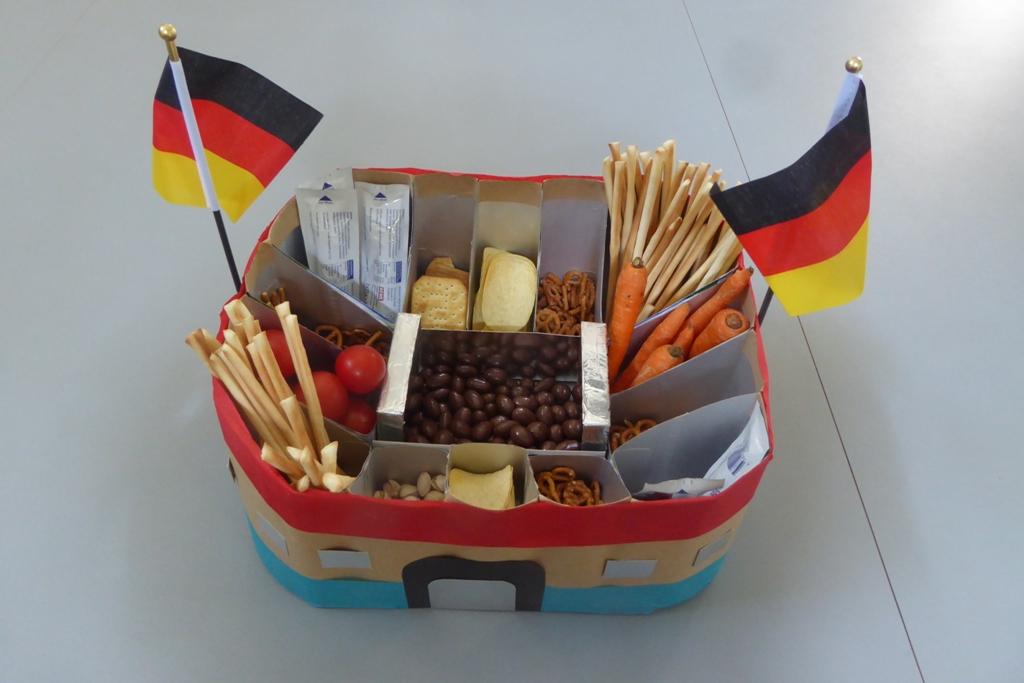 FRICKELclub_EM_Fußball_Snackstadion_Tetra Pak_Kinder_Recycling_basteln_DIY_Offenbach (26)