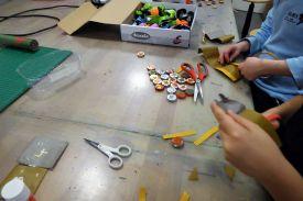 diy_adventskalender_magnete_kronkorken_kinder_grundschule_basteln_recycling-6
