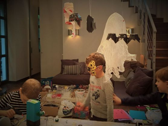 FRICKELclub_Halloween_Recycling_Tages_Workshop_Bastelaktionen (9)