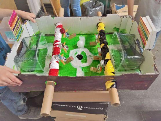 FRICKELclub_Recycling_Basteln_Kinder_Tischkicker (1)