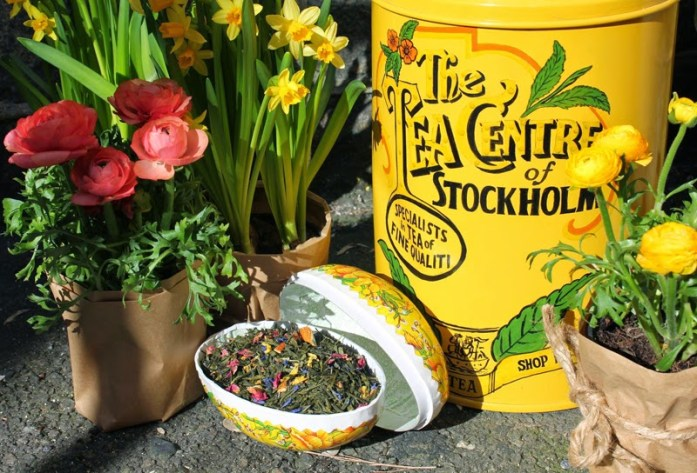 The tea centre of stockholm easter picture with ranunculuses and easter egg filled with tea
