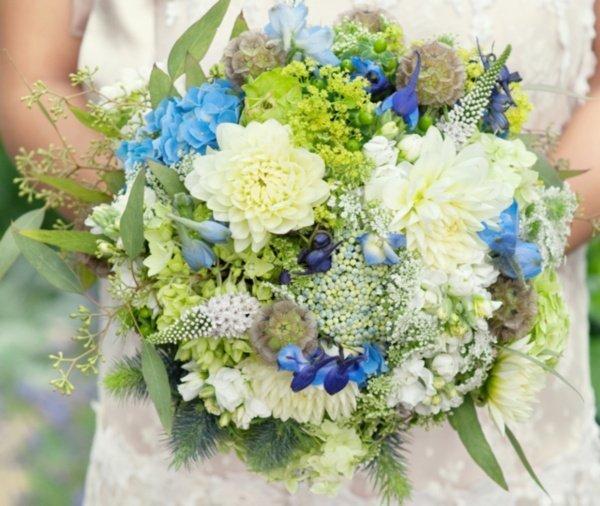 Das something blue im Brautstrau
