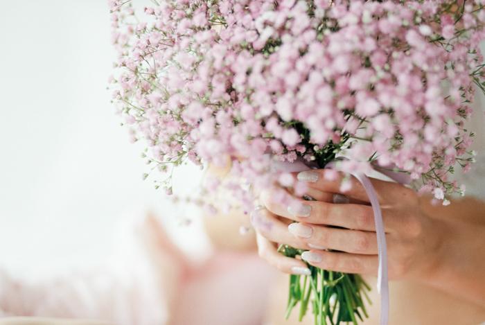 Klassisches Brautboudoir mit Schleierkraut