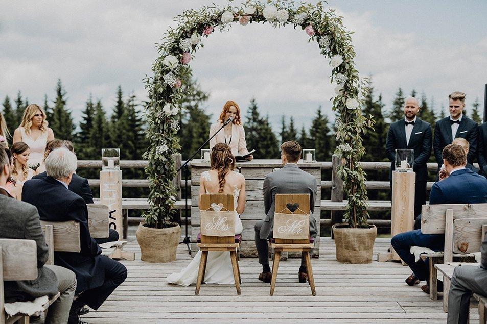 Hochzeit Deko Alm
