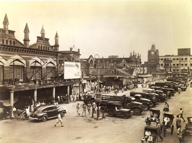 Probably the largest market in the East is the New Market. Convering several blocks in the downtown area,the 2,000 stalls offer most anything you could ask for, wartime shortages excepted. In addition to all the items appealing to the local and tourist trade, the market contains giant food departments.