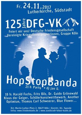 Ein blaues Plakat mit weißer Schrift zeigt die Siluetten von Menschen, die sich unterhalten. Dahinter scheint Licht.