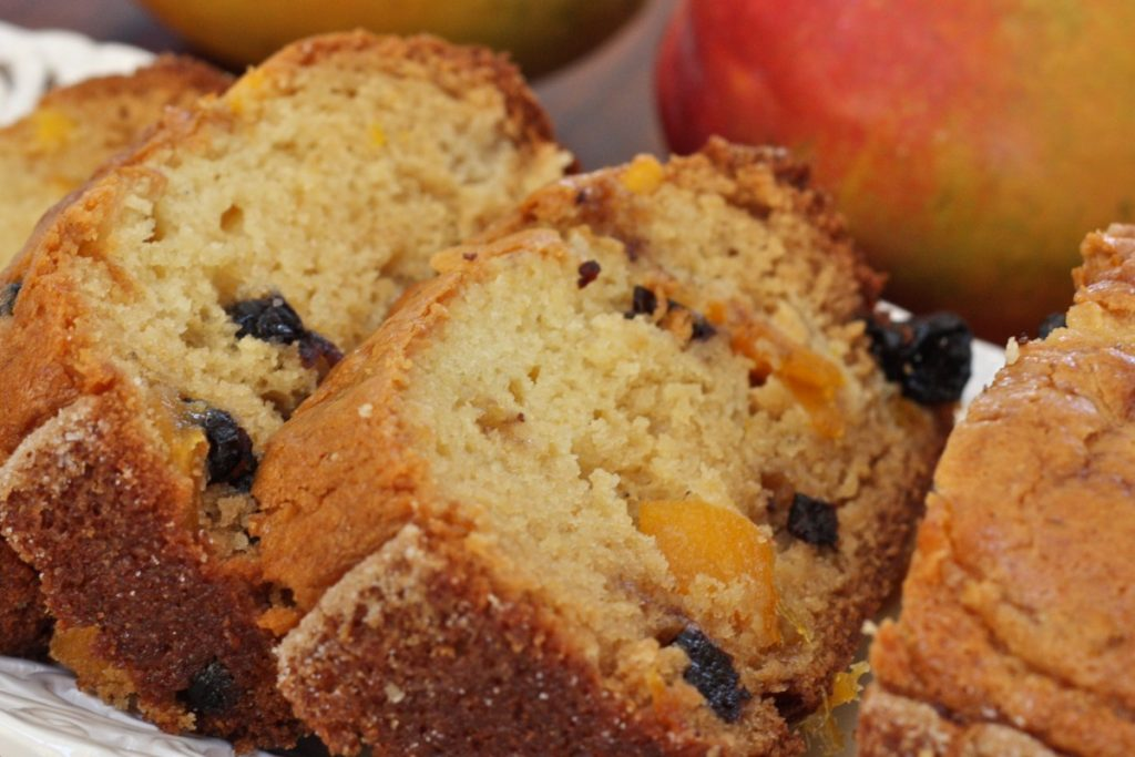 Blueberry Mango Amish Friendship Bread Recipe ♥ friendshipbreadkitchen.com