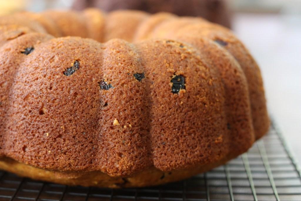 Lemon Cranberry Amish Friendship Bread Bundt Cake ♥ friendshipbreadkitchen.com