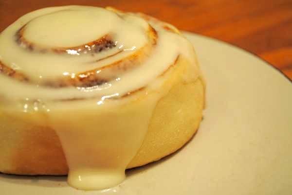 Amish Friendship Bread Cinnamon Rolls by Wai Chan ♥ https://www.friendshipbreadkitchen.com
