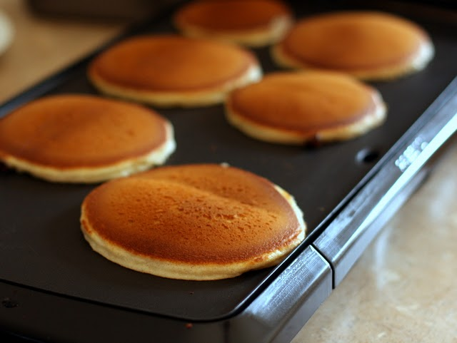 Amish Friendship Bread Pancakes by Mary Pilcher ♥ friendshipbreadkitchen.com