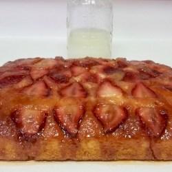 Potato Flake Strawberry Upside Down Amish Friendship Bread Cake | friendshipbreadkitchen.com