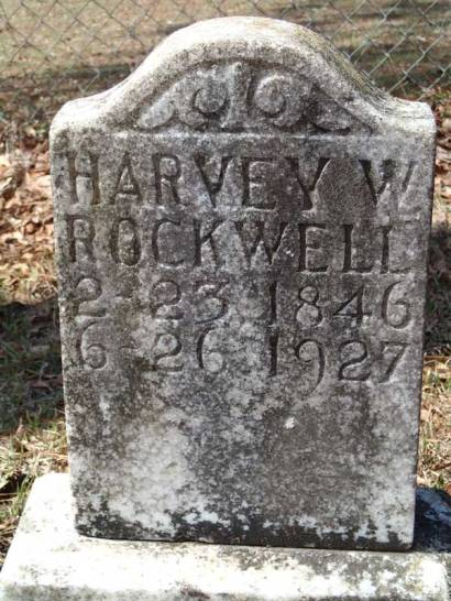 Headstones in Fairhope and Monteverde share family names.