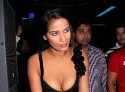Poonam Pandey Nasha Hot Photos at Premiere Show (3)