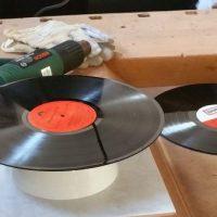 DIY : Wie man aus einer alten Schallplatte eine schicke Designer Schüssel macht! #UPCYCLING #BastelnmitKindern
