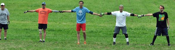Die Breite der Verteidigungslinie beim Guts entspricht ungefähr der Spannweite aller fünf Spieler eines teams.
