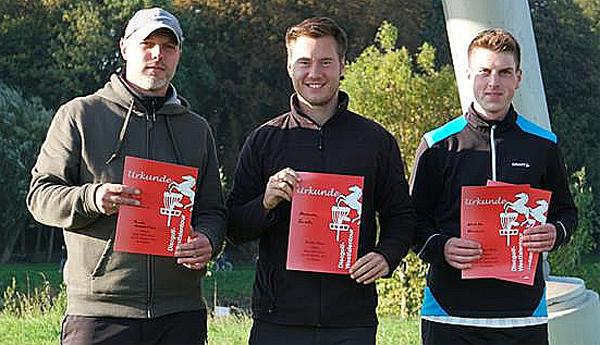Alexander Sonsalla (M.) von GW Kley gewann die Open vor Daniel Kindermann (l.) und Kristoffer Kranzusch (beide MTV 1860 Minden).