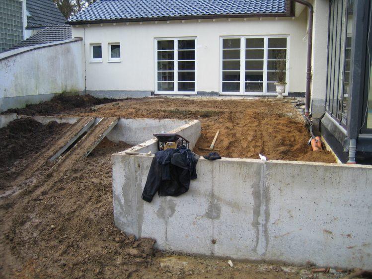 Erdarbeiten Und Mauern Zum Schwimmteich