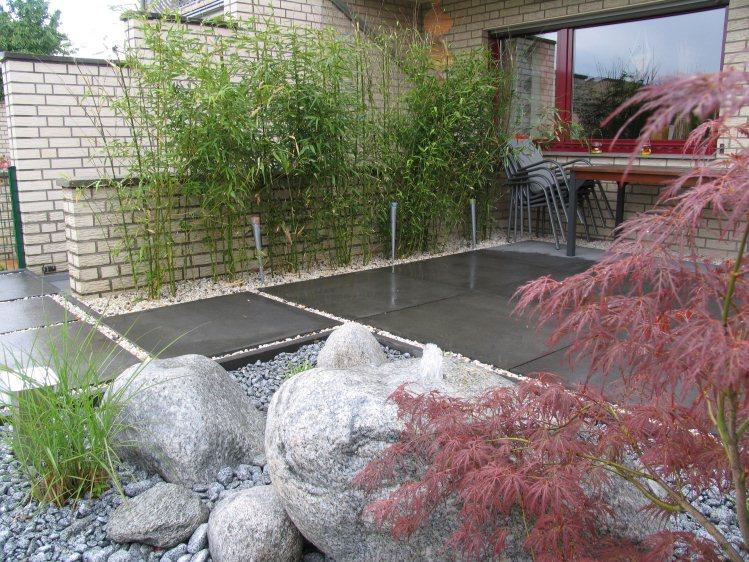 Japangarten mit modernen Elementen