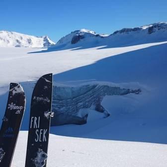 Frisek's chief @nemofsk has been shredding all week! What about you? #frisek #frisekteam #splitboard #freeride #snowboard #suisse #schweiz #snow #nemop